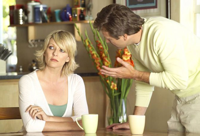 Муж все время недоволен мной и упрекает